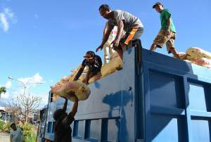 November 2013 Philippine Trucking News – How Filipino Truck Drivers Are Helping the Relief Efforts in Leyte